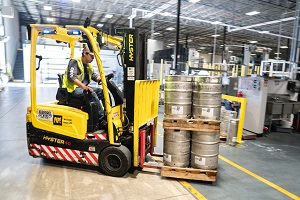 Dock Equipment Tips: Cross-Docking in Your Warehouse